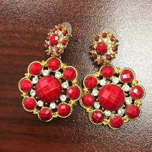 Amrita Singh crystal jitney earrings in ruby color